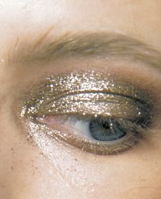 Daria Strokous backstage at Anna Sui S/S 2011 / glitter gold eyeshadow