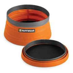 A convenient storage version of the Quencher collapsible dog bowl, the Quencher Cinch Top clinches closed to keep kibble in place when packed away and on the go. With the largest capacity of Ruff Wear