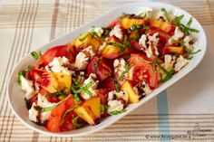 A fancy tomato peach salad with mozzarella. Today there is already a somewhat unusual combination, but this salad is fresh … A fancy tomato peach salad with mozzarella. Today there is already a somewhat unusual combination, but this salad is fresh … Mozzarella Salat, Mozarella, Healthy Recipes, Veggie Recipes, Salad Recipes, Recipes Dinner, Grilling Recipes, Crockpot Recipes, Pollo Buffalo