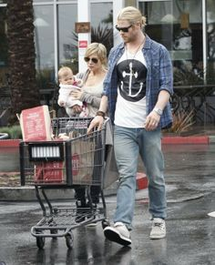 Chris Hemsworth in WeSC Eddy Jeans 1 e1356852276427 Chris Hemsworth in WeSC Eddy Jeans Brisbane Airport, Ag Jeans, Chris Hemsworth, Beautiful Outfits, Baby Strollers, Handsome, Slim, Actors, Celebrities