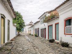 https://flic.kr/p/TsoXrJ | Paraty | Casas coloniais no centro histórico da bela cidadezinha de Paraty, no estado do Rio.  Paraty, Rio de Janeiro, Brasil. Tenham um lindo dia!  ____________________________________________  Paraty City  Colonial houses at the little town of Paraty, near Rio.  Paraty, Rio de Janeiro, Brazil. Have a beautiful day! :-)  ____________________________________________  Buy my photos at / Compre minhas fotos na Getty Images  To direct contact me / Para me contactar…