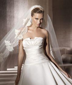 Pronovias presents the Georgia bridal dress. Glamour 2013.   Pronovias