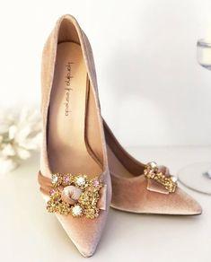 503 vind-ik-leuks, 9 reacties - CarmenM-Diario De Un Si Quiero (@diaryofyesido) op Instagram: 'Terciopelo rosa + brilli brilli = Novia  #bridalshoes de @karolinafresneda  #wedding #boda #bride…'