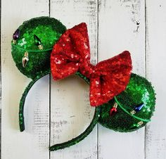 These ears are handmade with bright green sequin the bow is red sequin work a red satin backing. Embellished with a string of Christmas *lights from front to back on each ear. *light colors may vary These ears are handmade/individually made to order. No two pieces are alike and subtle differences should be expected.