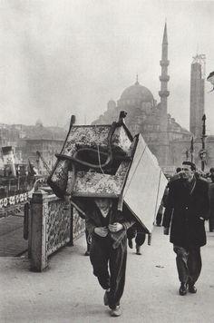 endilletante:  Marc Riboud: Vers l'Orient, Turquie (1955). Edition Xavier Barral, 2012.