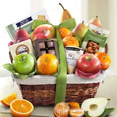 Golden State Fruit The Classic Deluxe Fruit Basket Gourmet Gifts, Gourmet Recipes, Fruit Baskets Delivered, Edible Fruit Arrangements, Fruits Online, Red Pear, Fruit Gifts, Fruit In Season, Gift Baskets