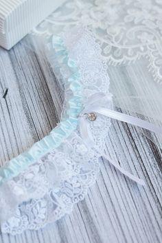 Biała, koronkowa podwiązka