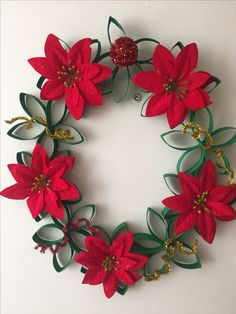 35 Adorable Christmas Craft Ideas That Bring The Holiday Spirit Into Your House Christmas Gift Themes, Cork Christmas Trees, Easy Christmas Decorations, Christmas Gift Wrapping, Christmas Centerpieces, Christmas Projects, Christmas Wreaths, Christmas Crafts, Christmas Ornaments