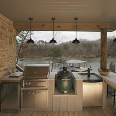 outdoor kitchen/grill area