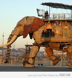 hydeandgeek:    This steampunk elephant made me think of Scott Westerfeld's Behemoth. Great great read!