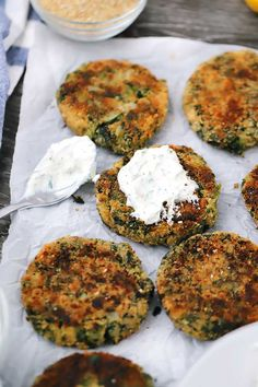 These vegetarian Spinach and White Bean Patties are a simple and delicious veggie burger served with a cool, creamy dill yogurt sauce. Veggie Recipes, Real Food Recipes, Gourmet Recipes, Vegetarian Recipes, Cooking Recipes, Healthy Recipes, Vegetarian Barbecue, Going Vegetarian, Vegetarian Breakfast