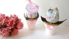 Vasinho com tulipa de tecido  Ideal para lembrancinhas de chá de bebê, maternidade, batizado, aniversário ou casamento.  Confeccionado com tecido 100% algodão, folhas em feltro e vasinho de plástico.  Fazemos em outras cores.  Acompanha embalagem e cartãozinho
