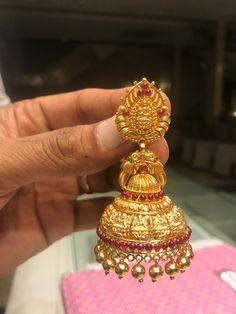 Markings For Gold Jewelry Gold Temple Jewellery, Gold Jewellery Design, India Jewelry, Gold Jewelry, Diamond Jewelry, Ear Jewelry, Jewelery, Gold Jhumka Earrings, Gold Earrings Designs