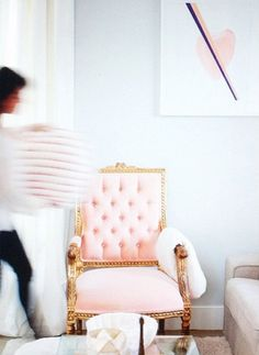 Love this pink accent chair! Scandinavian Dining Chairs, Welcome To My House, Lounge, Vintage Chairs, Living Room Chairs, Vintage Home Decor, Decoration, Interior And Exterior, Interior Design