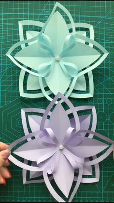 Werken A simple tutorial to show you how to diy paper flower. If you love our work, feel free to fol Paper Flowers Craft, Paper Crafts Origami, Flower Crafts, Diy Flowers, Diy Paper, Paper Crafting, Flower Paper, Oragami, Flower Art