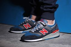 The New Balance M997 JNB is made up of a fine nubuck and smooth leather, proving once again why New Balance remains atop the sneaker game.