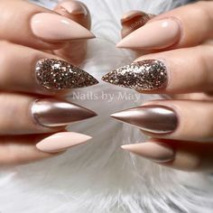 If you're looking for a bold look, stiletto nails are your best choice. The trend of stiletto nails is hard to ignore. Whether you like it or not, stiletto nails will stay. Stiletto nails are cool and sexy, but not everyone likes them. Fabulous Nails, Gorgeous Nails, Fancy Nails, Trendy Nails, Hot Nails, Hair And Nails, Stelleto Nails, Claw Nails, Crome Nails