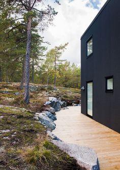 Villa Blåbär by pS Arkitektur / Marvelous Black Exterior Paint with Bright White Interior - Hupehome Black Exterior, Interior Exterior, Exterior Paint, Landscape Architecture, Interior Architecture, Patio, Backyard, Pintura Exterior, Black House