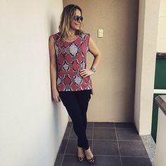 Sabe quando você se apaixona por uma roupa? Foi amor a primeira vista pelos regatões da @vanguardastore. As estampas são lindas. E vai com tudo! Sábado, a loja funciona das 10h às 14h. ️WhatsApp 8597046023 - #atacado #varejo #vanguardastore #estiloandreafialho