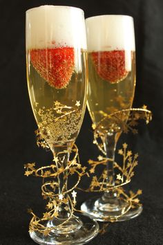 doing this for my wedding strawberries in sparkling cider :)