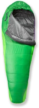 The women's Marmot Sunset 30 synthetic-fill sleeping bag keeps you super warm from top to bottom. #REIGifts