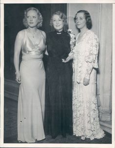 Marion Davies with sisters Reine and Rose Love Your Sister, Marion Davies, Celebrity Siblings, Norma Shearer, All In The Family, Silent Film, Bridesmaid Dresses, Wedding Dresses, Old Movies