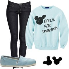 I love this sweater! I like outfits like this for Disneyland. Comfort is key.
