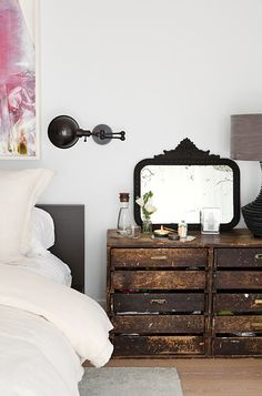 Great bedroom decor: We have a crush on this old vintage bedside cupboard made of wood. Great mix of interior decor! Diy Bedroom Decor, Home Decor, Design Bedroom, Bedroom Ideas, Bedroom Styles, Bedroom Inspo, Bed Design, Up House, Interior Decorating