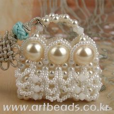 To a wedding - http://www.artbeads.co.kr/recipes/?s_code=ABAG_pcode=70702231