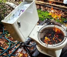 10 Creative Recycling DIY Grill, Bbq and Fire Pit Projects: You can make a DIY grill or fire pit from almost any object! A tire rim, Horseshoes, Machine drum, car parts. Take some inspiration here! Redneck Humor, Funny Humor, Men Humor, Grill Diy, Grill Party, Camping Grill, Bbq Party, Camping Stove, Barbecue Grill