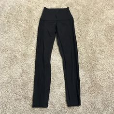 Lululemon mesh pants High rise , excellent condition!!! 7/8 length, mesh detail down the sides!  Very flattering! Price is firm unless you bundle I do not trade!! lululemon athletica Pants
