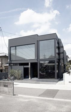 黒いスリットの家 / Three Ball Cascade Architects
