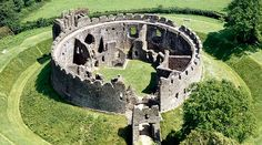 """Restormel Castle, an English Heritage site in Cornwall. See link for """"A Long Weekend in Cornwall"""" suggestions for places to visit Chateau Medieval, Medieval Castle, Beautiful Castles, Beautiful Places, English Castles, Cornwall England, Yorkshire England, Yorkshire Dales, Château Fort"""