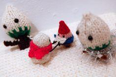the gnomes and snowmen battling it out in Mochimochiland www.Mochimochiland.com
