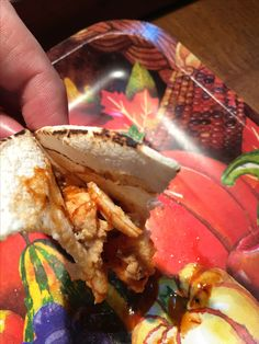 Taco de pollo con salsa de arbol & guajillo