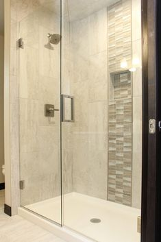 Ivory Tile Shower: Glass Grey and Brown Tile Accent with Glass Shower Door Accent Tile Bathroom, Tile Accent Wall, Bathroom Accents, Bathroom Tile Designs, Glass Tile Shower, Gray Shower Tile, Shower Walls, Glass Doors, Bath Room