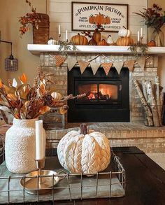 Fall Mantle Decor, Fall Home Decor, Autumn Home, Fall Entryway, Fall Table, Pillow Design, Fall Decorating, Beautiful Farm, Beautiful Pictures