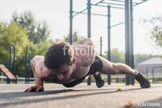 "Laden Sie das lizenzfreie Foto ""Athlete young man doing one-arm push-up exercise working out his upper body muscles outside in summer."" von undrey zum günstigen Preis auf Fotolia.com herunter. Stöbern Sie in unserer Bilddatenbank und finden Sie schnell das perfekte Stockfoto für Ihr Marketing-Projekt!"