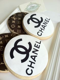Southern Blue Celebrations: Coco Chanel Cake, Cupcakes, and Cookies Chanel Cookies, Chanel Cupcakes, Cookie Frosting, Royal Icing Cookies, Coco Chanel Cake, Chanel Chanel, Chanel Party, Biscuits, Galletas Cookies