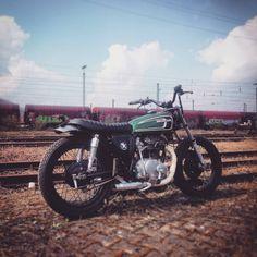 """Build not bought - The KlassikKustoms Bikes KK Honda CB360G5 """"The Green Flow"""" KK Honda CB250K4 """"GoldTracker"""" KK Kawasaki Z400K4 """"FlatBrat"""" KK Kawasaki Z440 Ltd """"LaneSplitter"""" KK Honda CB350K4..."""