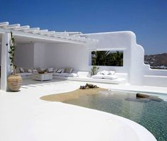 Designed in all-white Mediterranean style, this beautiful villa is located on the South-western point of Mykonos, small Greek island. With washed wooden floor and white interior and exterior you can truly soak that Mediterranean fragrance. Design Exterior, Interior And Exterior, Terrasse Design, Greek House, Beautiful Villas, Beautiful Beach, Mediterranean Style, Pool Designs, Outdoor Spaces