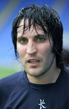 Noel Fielding: Manly Man? - hope they're staying glued together