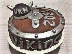 Bolo de chocolate decorado com recheio de palha italiana!!  #viking #vkn #convivência #msj #chocolate #olimpíadachegando #terceirão #turma1302 #cake #sweetsugardream