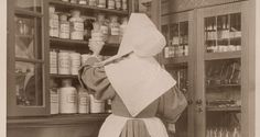 Apotheek in 1910 met zuster- apothekerese.