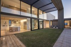 Modern bijgebouw eiken en thermohout livinlodge pure art