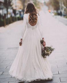•snow little girl• . Las novias de invierno tienen una luz especial. . . . @vanesapinac @sandrahortelano @evapellejero…