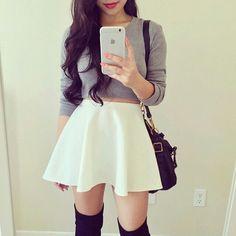 Imagen vía We Heart It #amazing #brunette #cool #fashion #girl #girly #outfit #skirt #style #stylish #t-shirt #teen #teenagegirl #white #teenfashion