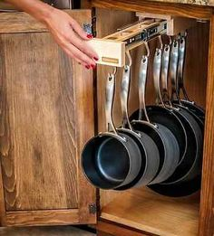 Glideware organizador de armario de cocina extraible para las ollas y sartenes
