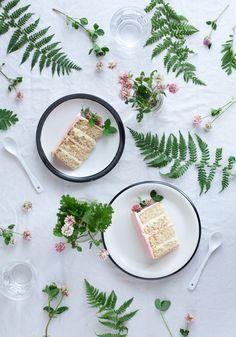 Vanilla bean cake with clover flowers
