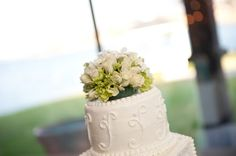 cake topper using real flowers, classy and beautiful www.heflinphotography.com